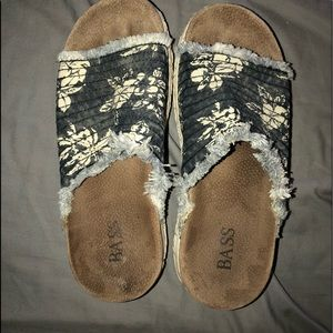 Bass Sandals Size 8 1/2 Medium